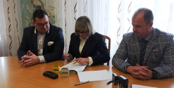 Rozpoczyna się remont Powiatowej i Miejskiej Biblioteki Publicznej im. ks. prof. Włodzimierza Sedlaka. W dniu 20 marca dyrektorka biblioteki Iwona Kowaleska, w obecności prezydenta miasta, podpisała umowę z wykonawcą, a […]