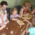 """""""Dziecięce fantazje"""" pod takim hasłem odbyło się jedno z licznych zajęć dla dzieci proponowanych przez bibliotekę najmłodszym czytelnikom. Tym razem dzieci wykonywały korale i bransoletki z makaronu i jarzębiny. W […]"""