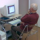 Na kolejnych warsztatach seniorzy zapoznali się z podstawami poruszania się w po internecie. Nauczyli się obsługiwać przeglądarkę internetową Mozillę Firefox, a także wyszukiwać przydatne informacje w sieci. Uczestnicy warsztatów bardzo […]