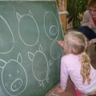 """Akademia malucha czyli nauka przez zabawę. Na spotkaniu bibliotekarz i rodzice głośno czytali dzieciom wybrane opowiadania z książki: """"Bajki o zwierzętach"""" . Były one również inspiracją do różnych zabaw (ruchowych […]"""
