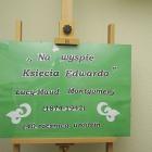 """Zapraszamy na wystawę. """"Na wyspie Księcia Edwarda"""" – wystawa przybliżająca życie i twórczość Lucy Maud Montgomery (1874- 1942 ; 140 rocznica urodzin) Grudzień, filia nr 2.- ul. Sezamkowa 23."""