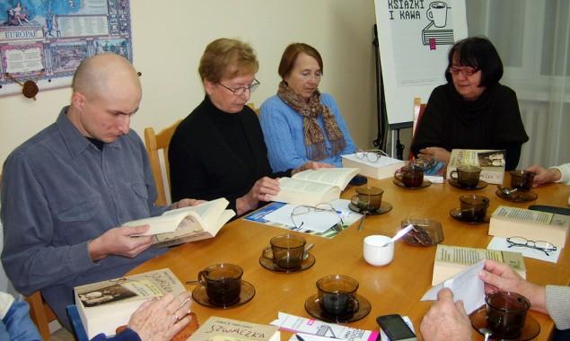 """4 grudnia odbyło się spotkanie DKK w Skarżysku-Kamiennej, uczestniczyło w ni m 9 osób. Przedmiotem dyskusji była """"Szwaczka"""" Frances de Pontes Peebles. Akcja książki rozgrywa się w Brazylii, na przełomie […]"""