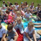 """Czytanie w plenerze – piknik czytelniczy. 6 czerwca w czasie trwania XVI OGÓŁNOPOLSKIEGO TYGODNIA CZYTANIA DZIECIOM (3-10.06.2017) w Filii nr 2 przy ul. Sezamkowej odbył się Piknik czytelniczy """"Dzieci –dzieciom"""". […]"""