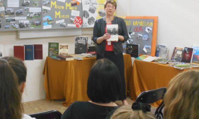 21 czerwca w filii nr 2 Powiatowej i Miejskiej Biblioteki Publicznej odbyły się warsztaty dyskusyjne, w których uczestniczyła młodzież z gimnazjum i liceum. Grupa młodzieży wraz z opiekunami i instruktorami […]