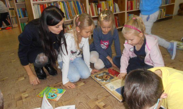 Dnia 24 i 27 października niezwykli goście – uczniowie klasy pierwszej i drugiej ze Szkoły Podstawowej nr 13 odwiedzili Oddział dziecięcy biblioteki przy ulicy Sezamkowej. Dzieci poznały zasady korzystania z […]