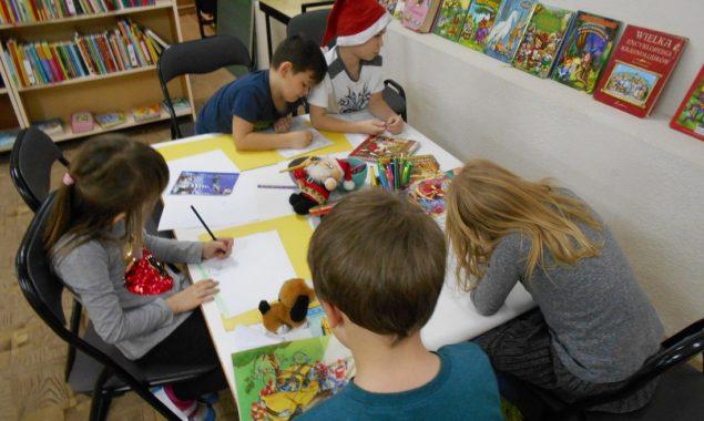 Podczas cyklicznych spotkań literacko-plastycznych w Oddziale dziecięcym Filii nr 2 przy ulicy Sezamkowej czytano dzieciom m.in. książeczki z serii z kotylionem, wydane z okazji setnej rocznicy odzyskania niepodległości przez Polskę. […]