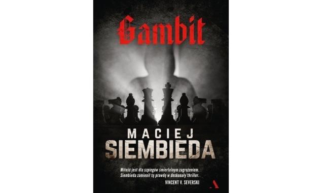 """Gambit Maciej Siembieda """"Kiedyś pojmiesz sens tego manewru. Nazywa się gambit"""". Rok 1966. Jerzy Ostrowski, konstruktor samochodów i mistrz szachowy, zostaje uprowadzony przez tajniaków. Jest przekonany, że czeka go egzekucja […]"""