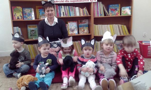 Dnia 13.02.2015 r. w bibliotece publicznej na ulicy Sezamkowej maluszki z Przedszkola nr 16 pod opieką pani Alicji Mazur uczciły zbliżający się 17 lutego Światowy Dzień Kota. Dzieci wysłuchały i […]