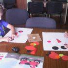 """""""Papierowe cuda wianki"""" to zajęcia plastyczne prowadzone w bibliotece przy ul. Towarowej. Na spotkaniach dzieci poznają sztukę składania papieru – origami z kółek. Korzystając z propozycji zamieszczonych w książce """"Origami […]"""