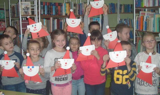 Gdzie mieszka Święty Mikołaj, jak dotrzeć do jego wioski, co dzieje się z listami wysłanymi przez dzieci do poczciwego staruszka z siwą brodą oraz o reniferach świecących w nocy i […]