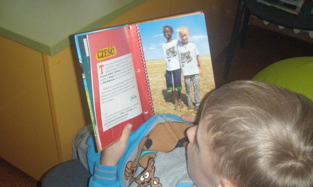 """30 listopada bibliotekę dla dzieci przy ul. Towarowej odwiedzili uczniowie z klasy II ze Szkoły Podstawowej w Skarżysku-Kościelnym, którzy uczestniczyli w lekcji bibliotecznej """"Zimowe podróże Neli"""". Zajęcia prowadzone były w […]"""