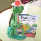 """Minął kolejny miesiąc, więc miłośnicy Franklina 12 marca spotkali się na kolejnym spotkaniu w bibliotece dla dzieci. Tym razem zajęcia oparte zostały o opowiadanie pt. : """"Franklin wielkim odkrywcą"""". Dzięki […]"""
