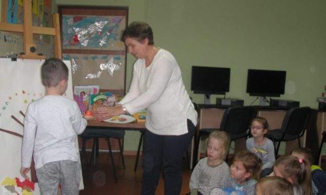 9 listopada bibliotekę dla dzieci przy ul. Towarowej odwiedziły dzieci z Przedszkola nr 1 z wychowawcą p. Małgorzatą Jaworską. W czasie spotkania dzieci z uwagą słuchały czytanych przez bibliotekarza opowiadań […]