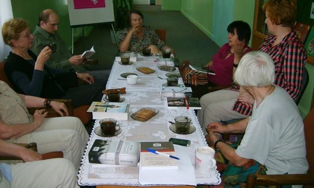 """12 czerwca odbyło się spotkanie DKK w Skarżysku-Kamiennej, uczestniczyło w nim 8 osób. Na spotkaniu omawiano dwie pozycje, pierwsza to """"Zdradzona"""" Latify Ali i Richarda Shears'a. Jest to prawdziwa historia […]"""