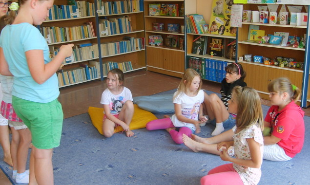 """""""Co to znaczy…?"""" – to zajęcia, które rozwijały różne zainteresowania poprzez zabawę i zachęcały dzieci do poznawania powiedzeń. Środowe zajęcia odbywały się w duchu rywalizacji. Dzieci bawiły się w Wideofon […]"""