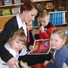 """Dnia 11 kwietnia 2014r. Rodzice i najmłodsi czytelnicy wspólnie spędzili czas w bibliotece rysując, bawiąc się i czytając swoim pociechom Podczas spotkania w """"Akademii malucha"""" najmłodsi rozwijają zdolności manualne, sięgają […]"""