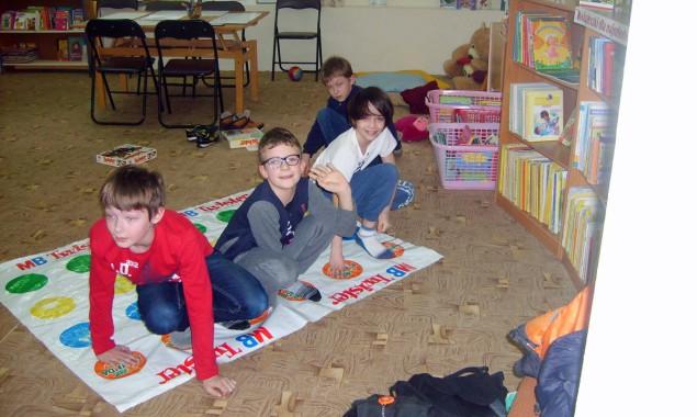 Dnia 2 marca 2016 r. Oddział dziecięcy Filii nr 2 zapełnił się po brzegi. Dzieci uczestniczące w zajęciach literacko – plastycznych mogły posłuchać głośno czytanych tekstów, narysować ilustracje, lub utrwalić […]