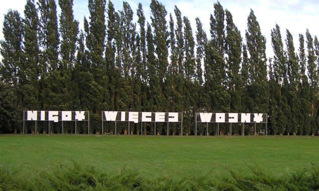 """""""Nigdy więcej wojny i faszyzmu""""– wystawa prezentująca II wojnę światową na plakacie – Filia biblioteki – ul. Sokola 38. """"Cała Polska czyta dzieciom – Jan Brzechwa""""– lubiany przez dzieci autor […]"""
