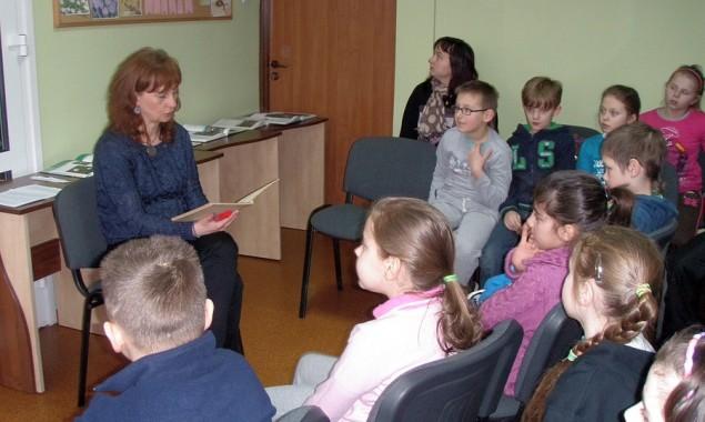 """Na drugie spotkanie z cyklu """"Cztery pory roku"""" tym razem o tematyce wiosennej do biblioteki dla dzieci zaproszeni zostali uczniowie klas drugich Szkoły Podstawowej nr 8 z wychowawcami paniami Katarzyną […]"""