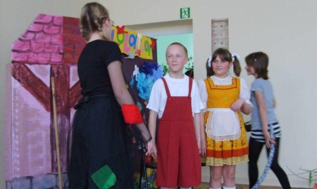 """""""W krainie baśni i fantazji"""" – bibliotekę odwiedziły dzieci z Przedszkola nr 7, zapoznano je z biblioteką dla dzieci, zaprezentowano atrakcyjne książeczki dla najmłodszych, były też zabawy i zagadki. […]"""