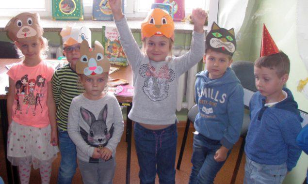 23 września 2016 r. w bibliotece dla dzieci przy ul. Towarowej mieliśmy zaszczyt gościć dzieci z przedszkola Planeta Dziecka wraz z opiekunami. Przedszkolaki brały udział w zajęciach zabawowo-edukacyjnych Bajkowy Zawrót […]