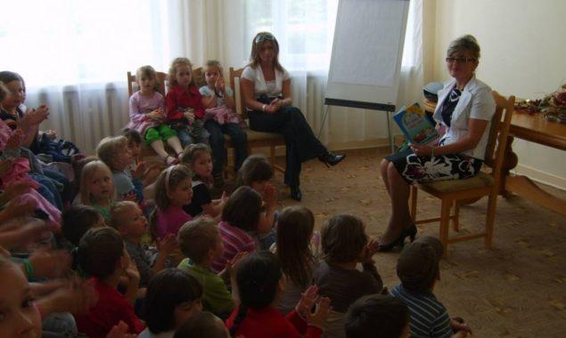 W ramach Ogólnopolskiego Tygodnia Czytania Dzieciom Filia nr 1 dla dzieci zorganizowała trzy spotkania (od 1.06.2009 do 6.06.2009), w których uczestniczyły przedszkolaki oraz dzieci chore, przebywające w szpitalu. Maluchom bibliotekarze […]