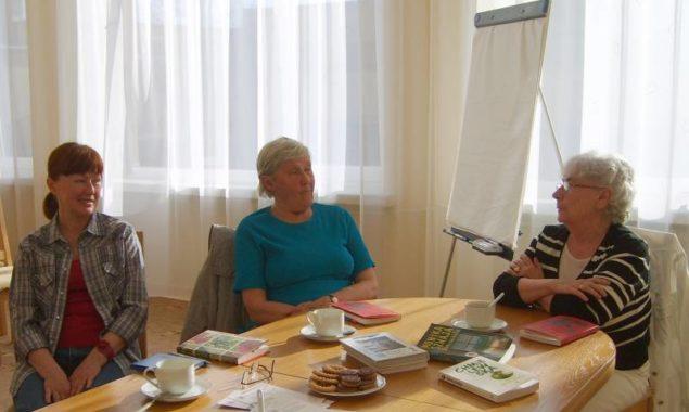 Drugie spotkanie odbyło się 17 kwietnia, było to jeszcze spotkanie luźne, nie omawiano bowiem konkretnej książki polecanej przez Instytut Książki. Uczestniczki spotkania przedstawiały ostatnio przeczytaną przez siebie książkę. Każda […]
