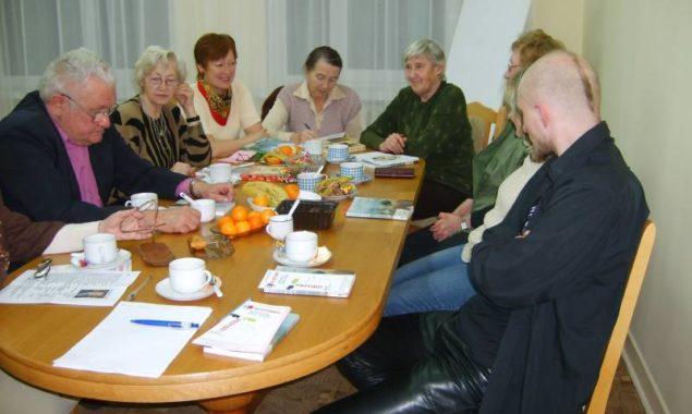"""11 grudnia odbyło się spotkanie DKK w Skarżysku-Kamiennej, uczestniczyło w nim 10 osób. Na spotkaniu omawiano książkę """"Foe"""", której autorem jest J.M. Coetzee – jeden z najwybitniejszych współczesnych pisarzy, […]"""