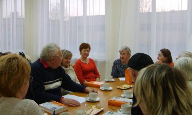 """26 lutego odbyło się kolejne spotkanie DKK , wzięło w nim udział 11 osób. Przedmiotem dyskusji była książka Haruki Murakami """"Kafka nad morzem"""". Bohaterem powieści jest Kafka Tamura , […]"""