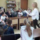 """17 kwietnia 2018 r. w Oddziale dla dzieci przy ul. Towarowej odbyły się zajęcia """"W krainie baśni Andersena"""". Uczestniczyli w nich uczniowie z klasy III b i III c ze […]"""
