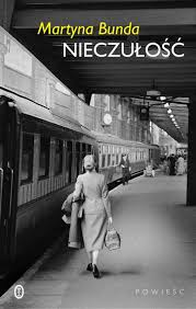 Nieczułość Martyna Bunda Powieść o wielkiej historii i kobietach, które jako jedyne są w stanie się jej przeciwstawić. Brawurowy debiut literacki i hołd złożony kobiecej solidarności. Dziewicza Góra, niewielka wieś […]