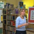 7 października gościliśmy w naszej bibliotece Ewę Nowak – autorkę opowiadań oraz powieści dla dzieci i młodzieży, felietonistkę, publicystkę. Na spotkanie zostali zaproszeni uczniowie szkół gimnazjalnych z Gimnazjum Nr 3 […]