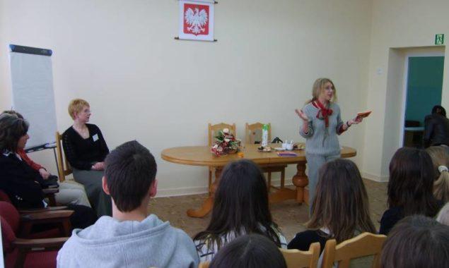 W 2007 roku gościliśmy w naszej Bibliotece pisarkę tworząca dla dzieci i młodzieży – Annę Onichimowską.